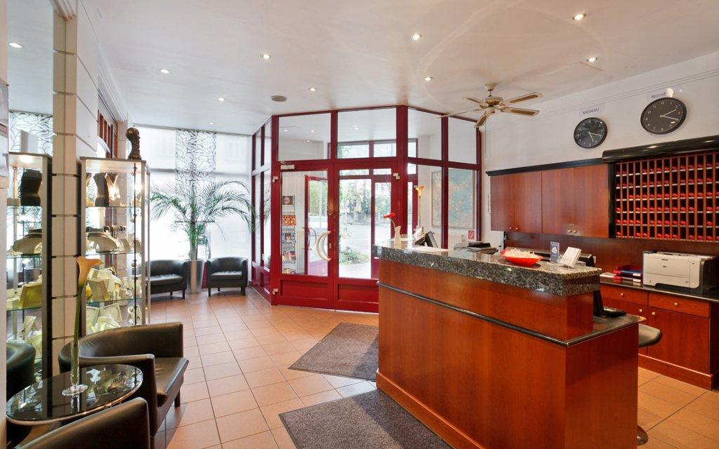 Azimut Hotel Nürnberg Rezeption