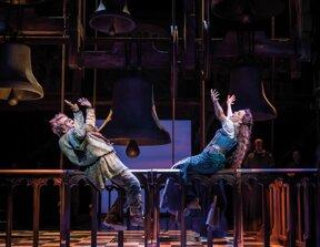 Quasimodo und Esmeralda 1 © Stage Entertainment