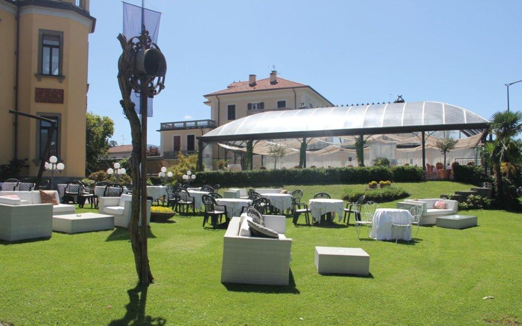 Lago Maggiore Camin Hotel Luino Garten Gartenlokal