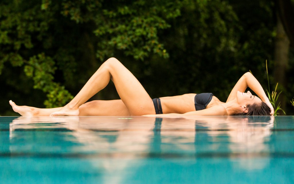 Frau entspannt in der Vitasol Therme