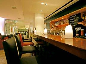 sorell-hotel-seefeld bar tresen