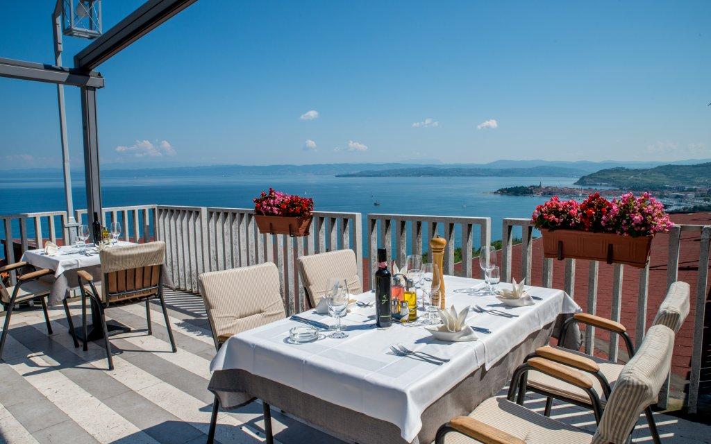 Izola Hotel Belvedere Terrasse Ausblick Meer