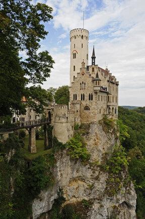 Blick zum Schloss Lichtenstein c Schwäbische Alb Tourismus, Ralph Lueger