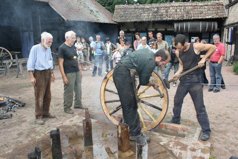 Wagenrad-Vorführung im Ecomusée d'Alsace