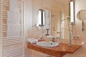QUE31-bathroom1.big