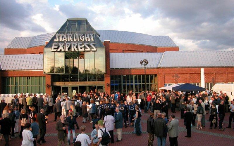 Starlight Express Theater von außen