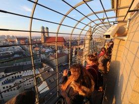 Besucher auf dem Alten Peter Foto Sigi Mueller, München Tourismus