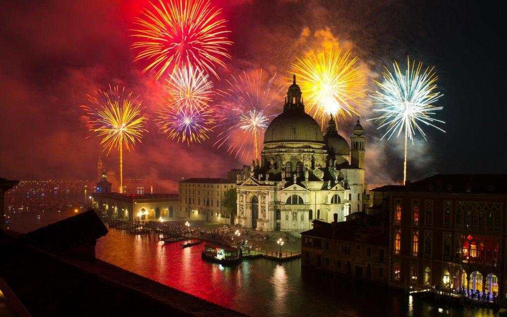 Feuerwerk in Venedig an Canale Grand