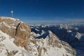 Zugspitze Gipfel Winter c Bayerische Zugspitzbahn Bergbahn AG Lechner