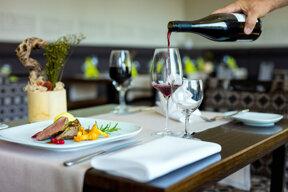 17. Restaurant Ilmenau  Wein komprimiert