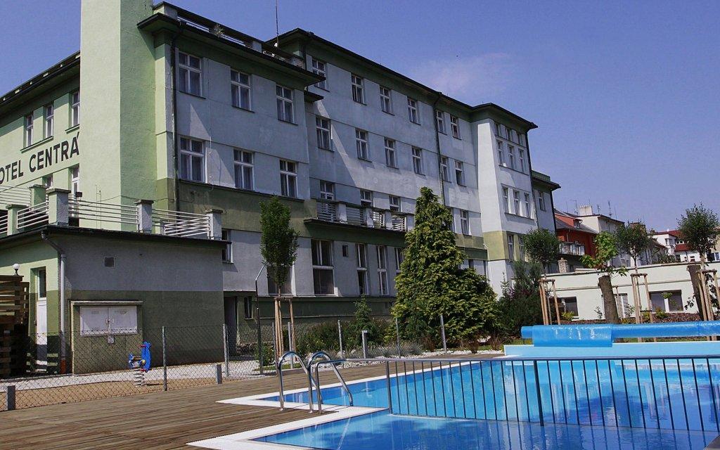 Klattau Wellness Hotel Central Pool aussen Außenansicht
