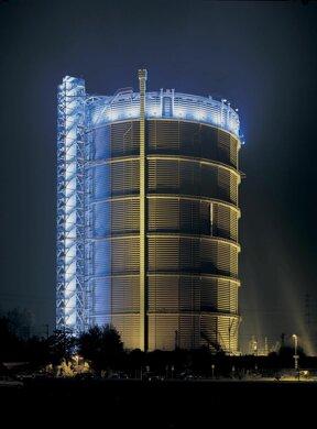 U Gasometer Oberhausen bei Nacht  Foto Carola Kohler