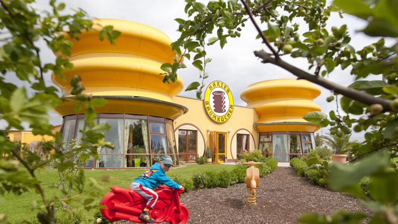 Baumkuchenhaus in Wernigerode außen Spielplatz