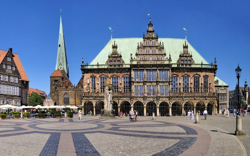 Bremer Rathaus und Marktplatz bei Tag