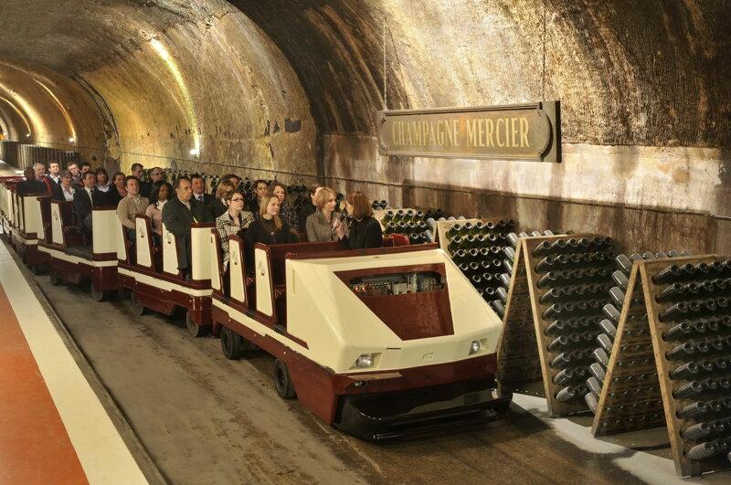 Zug im Champagne Mercier