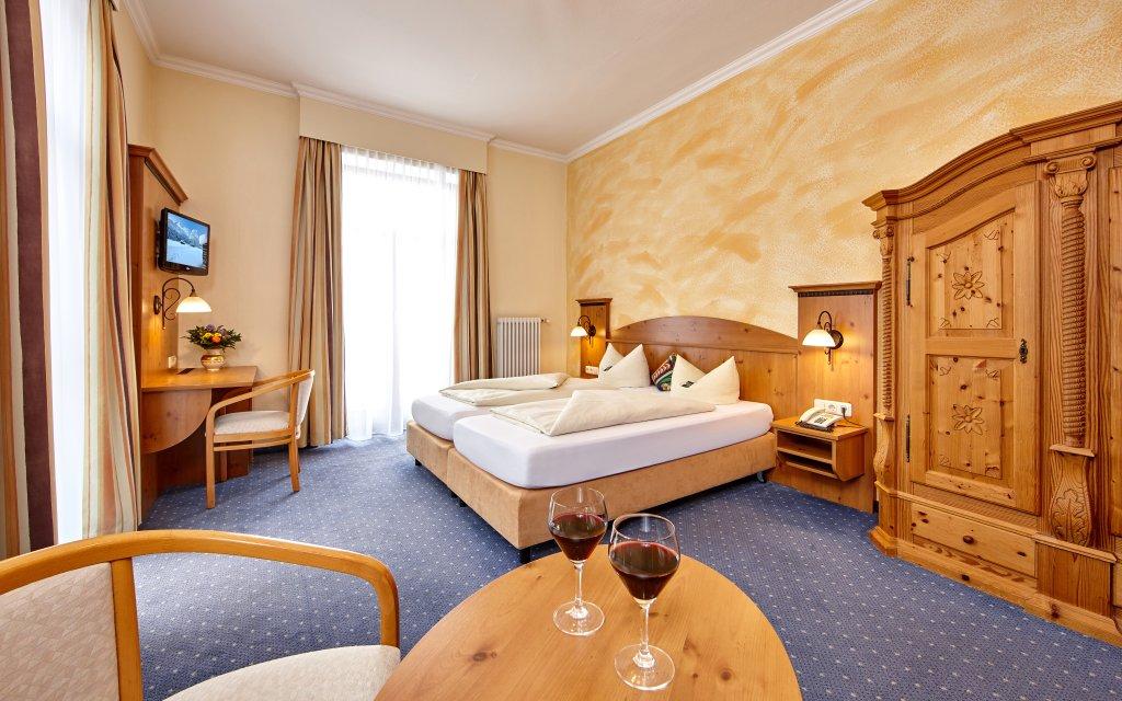 Garmisch-Partenkirchen Hotel Vier Jahreszeiten Zimmer Doppelzimmer