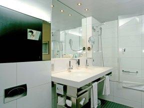 sorell-hotel-seefeld zimmer badezimmer bad-2