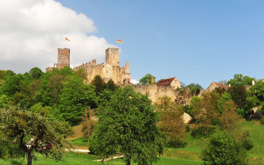 Burgruine Rötteln über der Stadt Lörrach