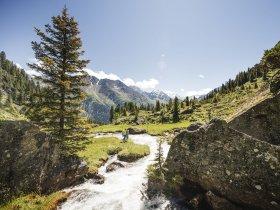 TVB Stubai Tirol Andre Schoenherr Hiking43 print 15x10