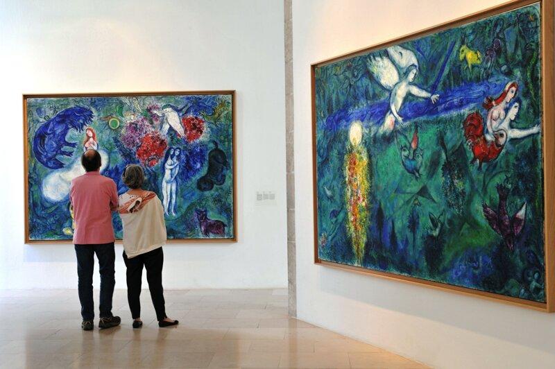 Musée Marc Chagall mit Besuchern