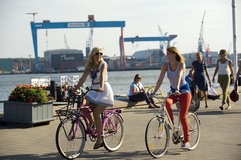 Fahrradfahrer an der Kiellinie