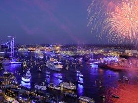 Feuerwerk mit Schiffen c bcs Media  Manuel Lebowsky