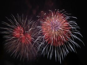 rote fireworks ohne c pixabay