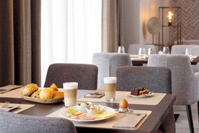 Frühstück am Tisch