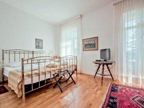 Zimmer 1 dbl balcony - Photo Nejc Pernek