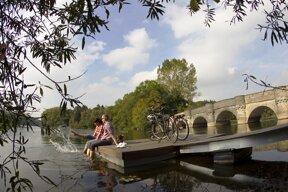 Möhnetal Radweg, Rast am Wasser c Sauerland-Tourismus e.V. Dennis Stratmann