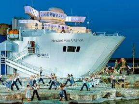 Bühnenbild mit Schiff c Seefestspiele Mörbisch