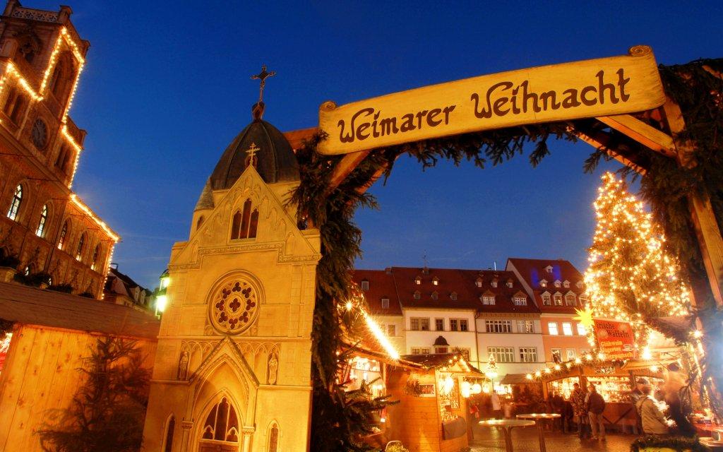 Weihnachtsmarkt in Weimarmit Weihnachtsbaum