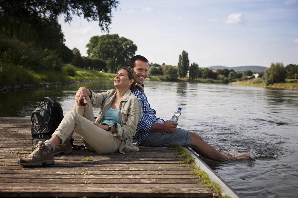 Pärchen am Seeufer, Picknick am See