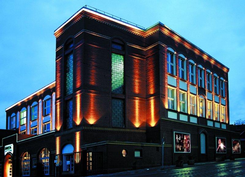 Abendbeleuchtung des Capitol Theater Düsseldorf