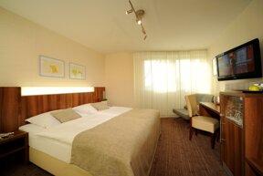 A Hotel Zimmer B Komfort neu mit fernseher