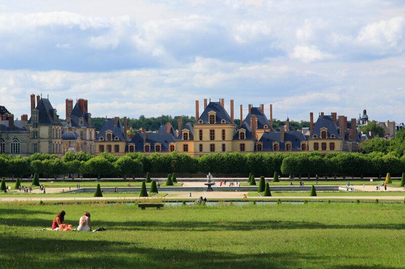 Schloss Fontainebleau und  die weitläufigen Parkanlagen