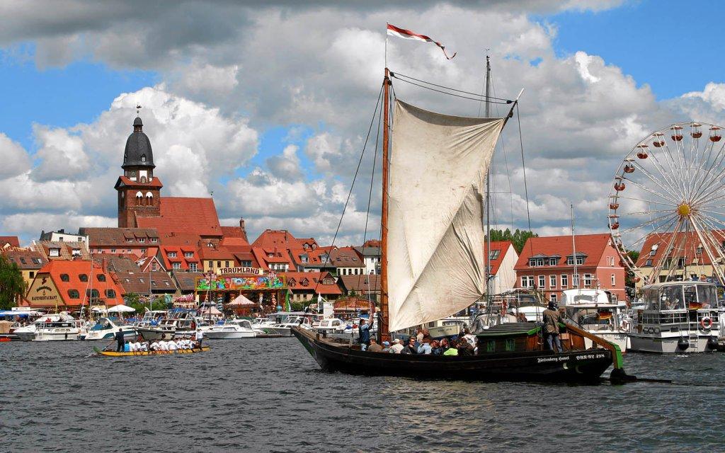 Schiffsverkehr bei Waren (Müritz)