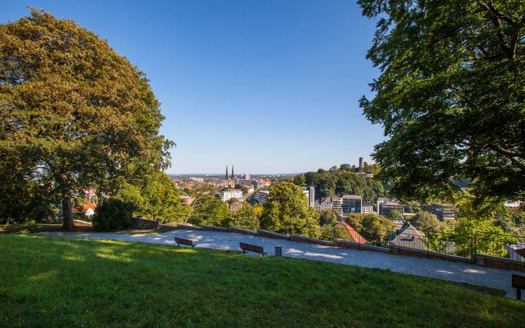Stadtansicht auf Bielefeld bei Sonne