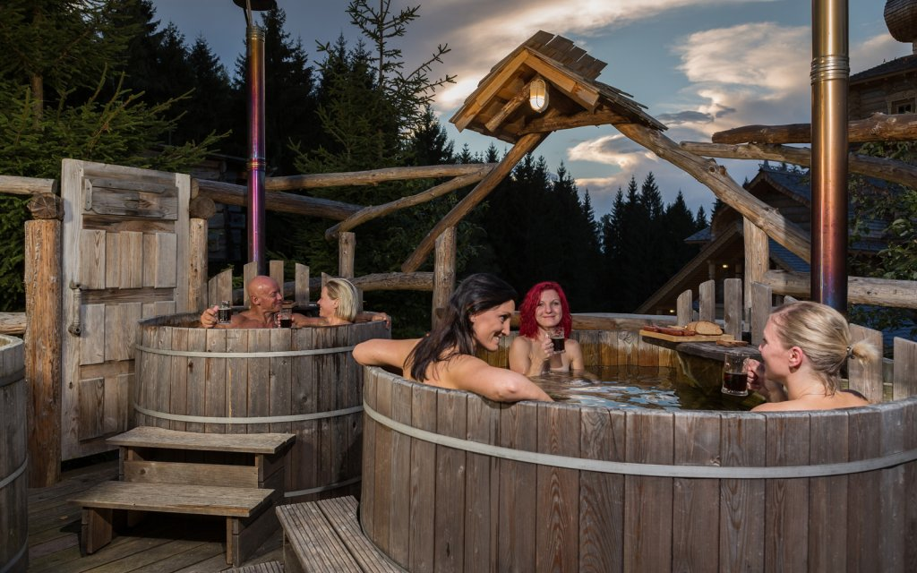 Drei Frauen im Eibenstocker Bierbad