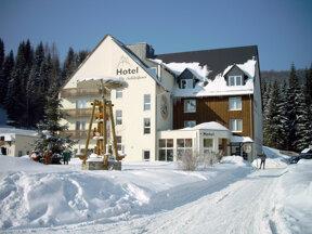 Hotel aussen Winter1