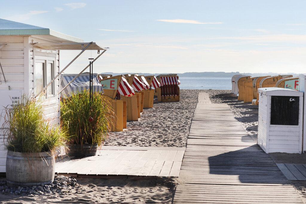 Ostsee Strandzugang mit Strandkörben