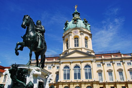 Schloss Charlottenburg von nahem c visitBerlin Wolfgang Scholvien