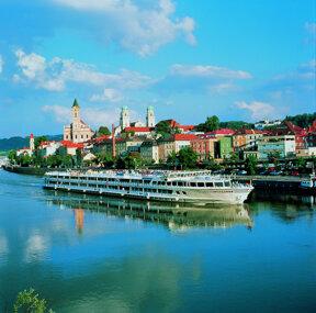 Kreuzfahrtschiff vor Passau©BAYERN TOURISMUS Marketing GmbH