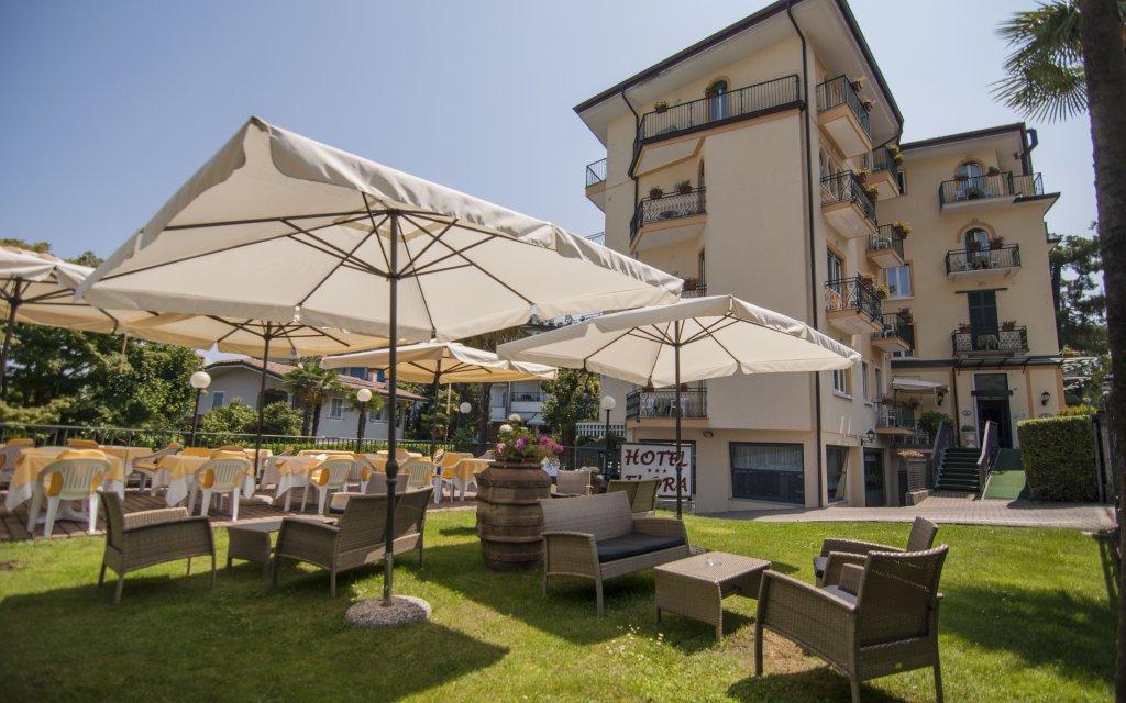 Stresa Hotel Flora aussen Außenansicht