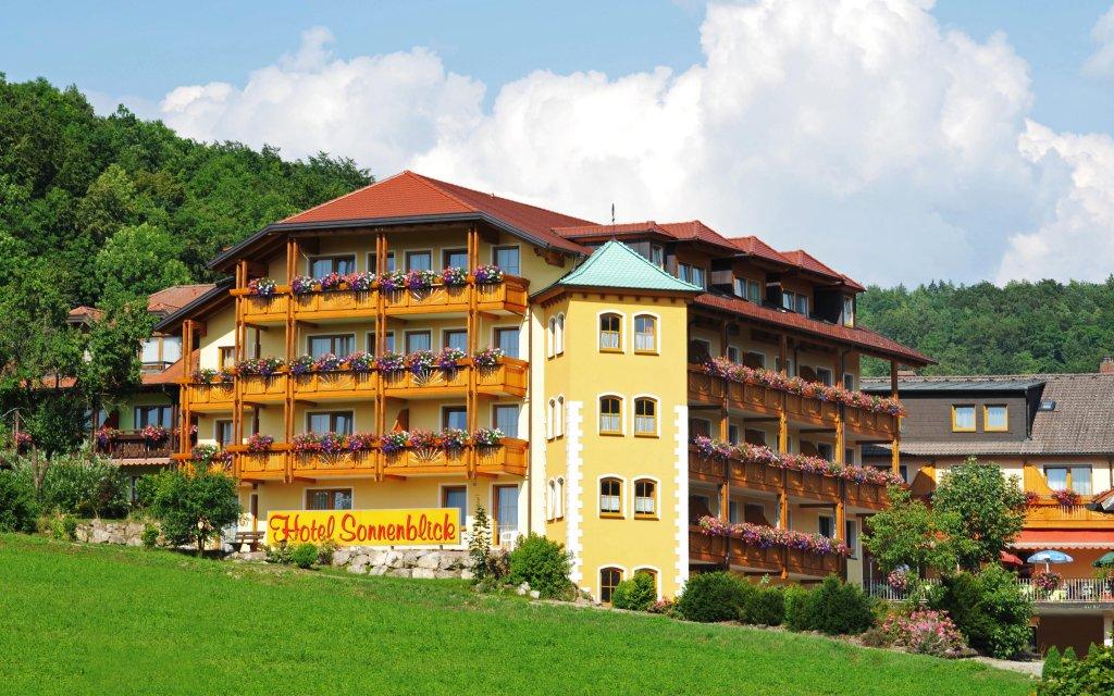 Bad Staffelstein Hotel Sonnenblick aussen Außenansicht