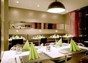 Restaurant c Kurt Hoerbst