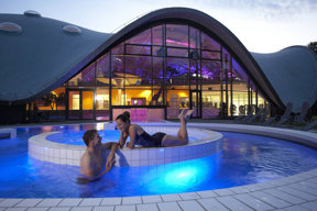Toskana-Therme-Aussenbecken-bei-Nacht©Bad Orb Marketing GmbH