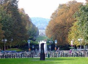 Poppelsdorfer Allee mit Kaiserbrunnen Mahnmal und Poppelsdorfer Schloss