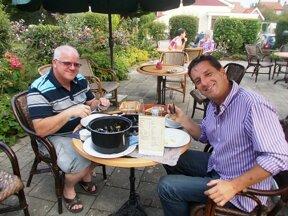 Muscheln essen in Wemeldinge c www.laatzeelandzien.nl Hotel Wemeldinge