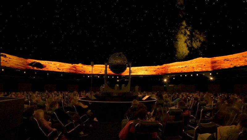 Besucher in der Kuppel des Carl-Zeiss-Planetariums Stuttgart